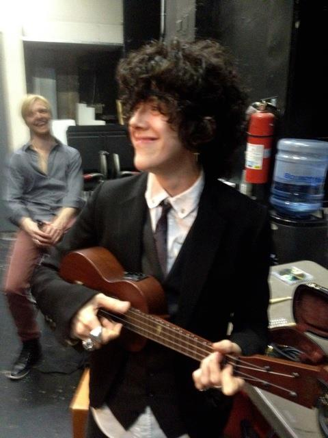 https://www.facebook.com/iamLP/photos/a.10150878025922903.412939.8992692902/10150884049667903/?type=3&theater